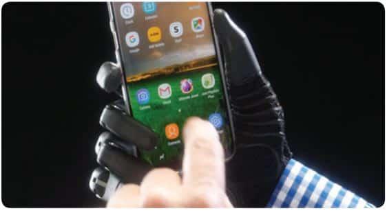 Taska Hand Gripping Smart Phone